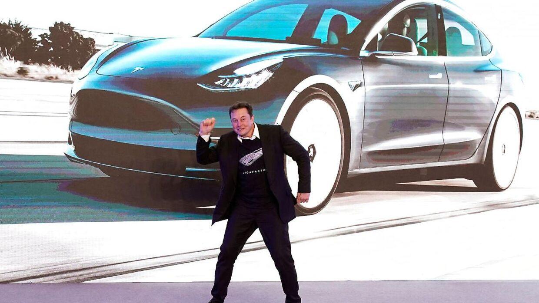 Her ses Teslas topchef, Elon Musk, da han brød ud i dans under et arrangement for Teslas 'Model 3' i Shanghai i Kina 7. januar 2020.