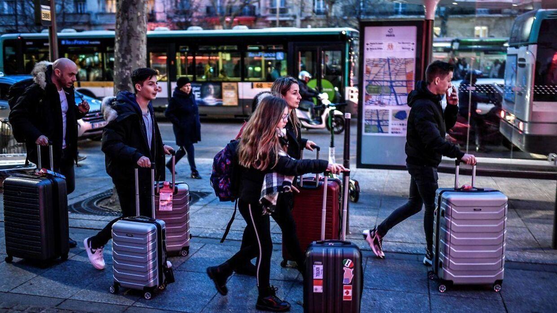Her ses en række turister i Frankrig.