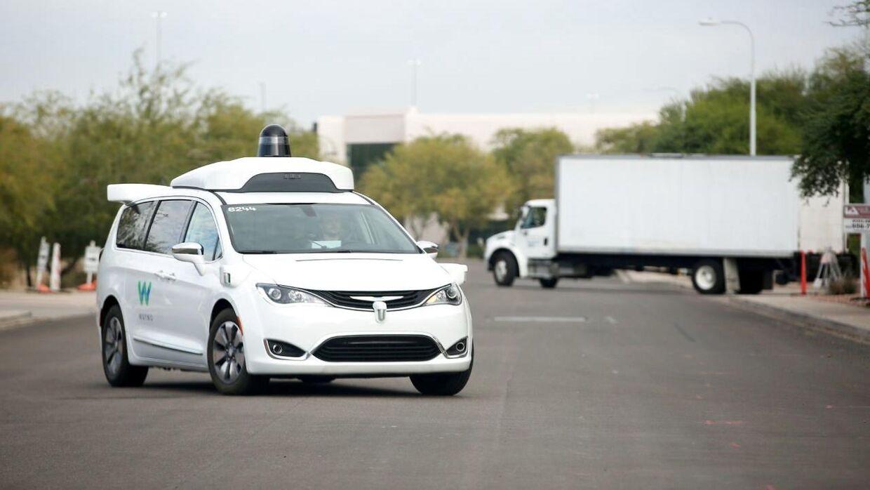 Her ses en bil fra Alphabet-datterselskabet Waymo, der udvikler selvkørende biler.